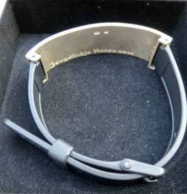 Mijn jeugdlintje is een armband, dat vonden ze jeugdig.